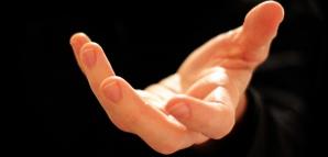 Te înşală sau îţi este fidel? Ce spun mâinile despre iubitul tău