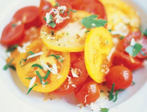 Reţeta zilei: Salată de roşii cu hrean