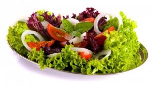 Salate de vară care te ajută să slăbeşti