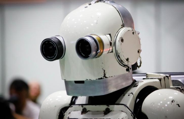 Robotul care răspunde la întrebări