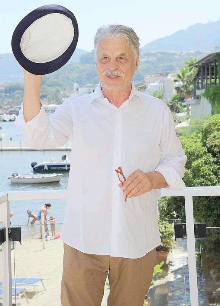 Comisarul Corrado Cattani, din Caracatița, de nerecunoscut. Cum a îmbătrânit Michele Placido