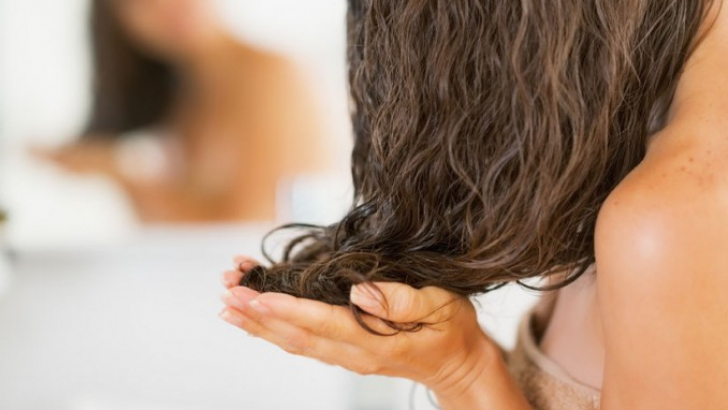 Îţi cade părul? Ai putea suferi de una din următoarele afecţiuni