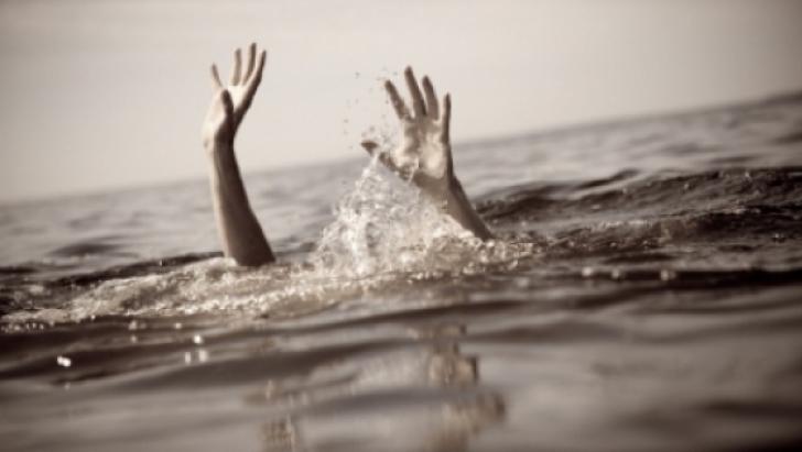 Un bărbat care înota în dreptul unei plaje neamenajate a murit înecat la Costineşti