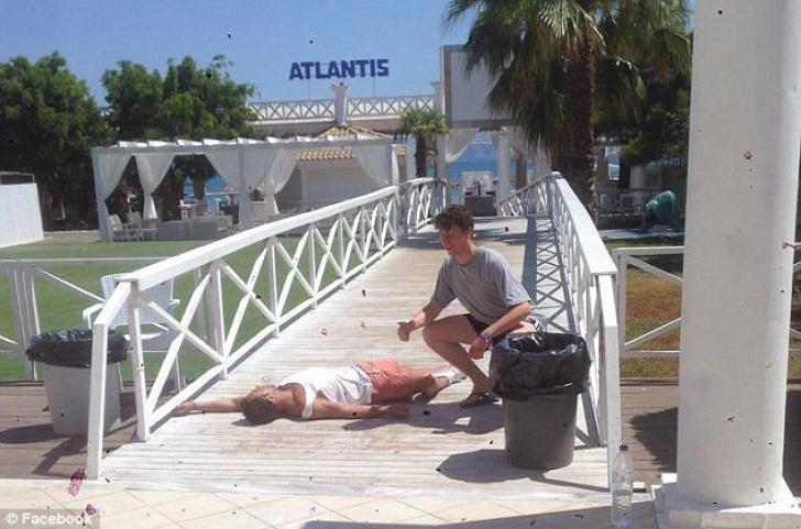 Fotografiile ruşinii: cum se distrează tinerii britanici în Grecia GALERIE FOTO amuzantă