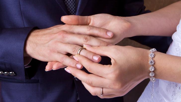 De ce se poartă verigheta pe al patrulea deget. Care este adevărul