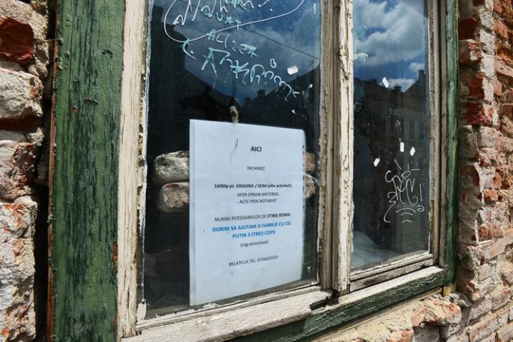 """Anunţul care a pus pe jar Sibiul, apărut într-un geam: """"Închiriez gratuit casă..."""""""