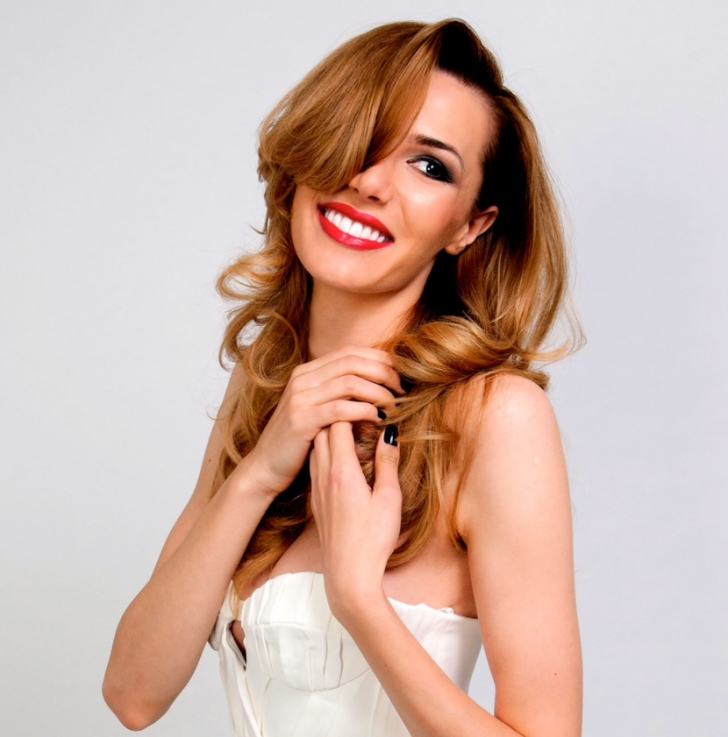 Janina Nectara, românca care scrie la Vogue.