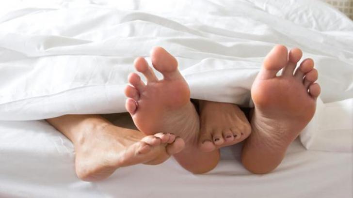 82% dintre femei şi 75% dintre bărbaţi fac asta în timpul sexului