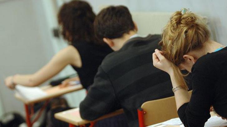 Titularizare 2016. 29 de profesori, eliminaţi din examen pentru că au copiat.Când se afişează notele