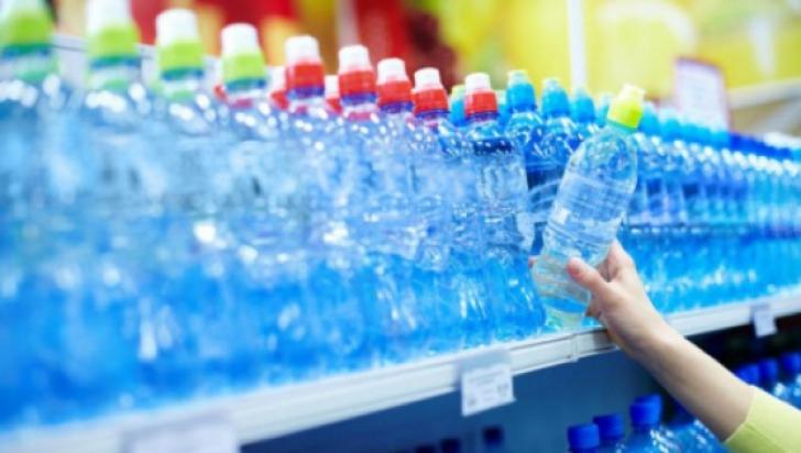 Bei apă minerală în timpul caniculei? Nu e bine! Ce avertizează medicii