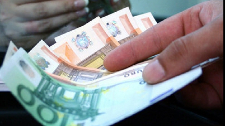Salariul mediu trece de 2.000 lei net