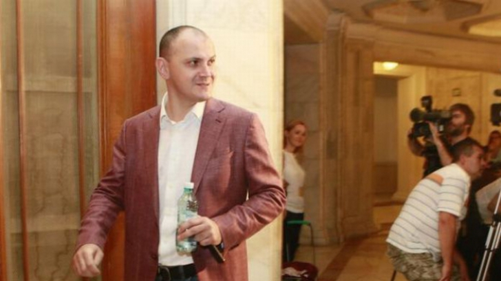 Patru arestări preventive în dosarul lui Sebastian Ghiţă. Doi procurori şi doi poliţişti
