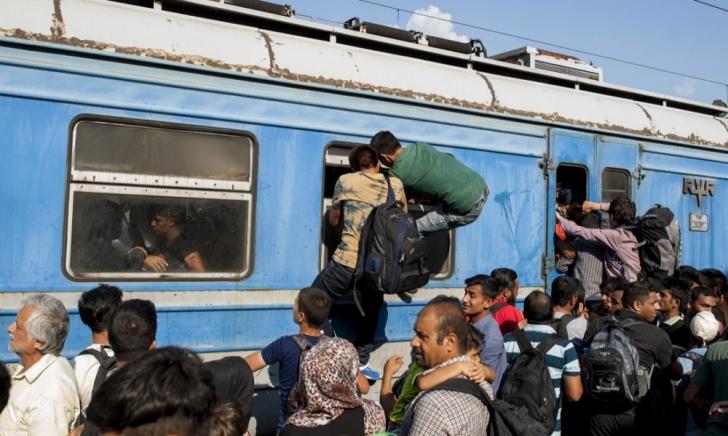 Transport halucinant în Ungaria: Zeci de extracomunitari, duși într-un vagon cu ușile blocate