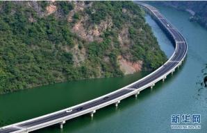 Autostrada prin râu