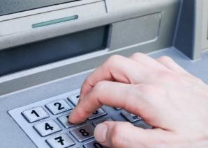"""Jaf uluitor în Capitală! Patru bărbaţi au furat un bancomat într-un minut! Cum au """"operat"""""""