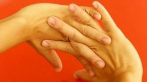 Ce se întâmplă dacă îţi trosneşti degetele şi gâtul? Nu o sa mai faci asta niciodată
