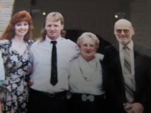 A găsit o poză în albumul familiei şi a decis s-o pună pe internet. Halucinant! Cine era în imagine