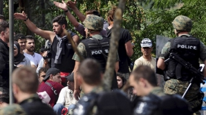 Haos la graniţa Macedoniei. Mii de imigranţi au rupt cordoanele poliţiei