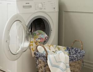 Salvat de pompieri după trei ore petrecute în maşina de spălat