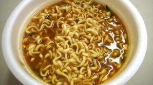 Adevărul înfricoșător despre supele instant. Din ce sunt, de fapt, făcute