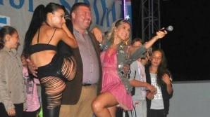 Primarul unei comune din România, show sexy pe scenă, în faţa copiilor. A pus fotografia pe Facebook / Foto: Facebook.com