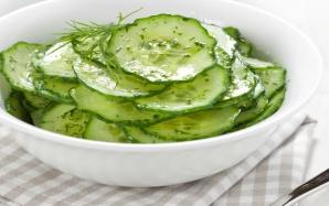 Salată răcoritoare de castraveţi şi mărar