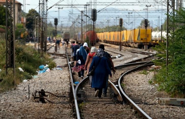 Criza imigranților: Bulgaria a trimis blindate la granița cu Macedonia