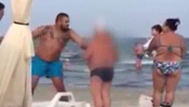 Scandalos! O femeie a fost bătută la Mamaia, din cauză că şi-a întins pătura în zona de şezlonguri