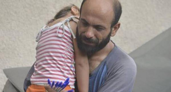 Fotografia înduioşătoare care a schimbat viaţa unei familii de refugiaţi sirieni
