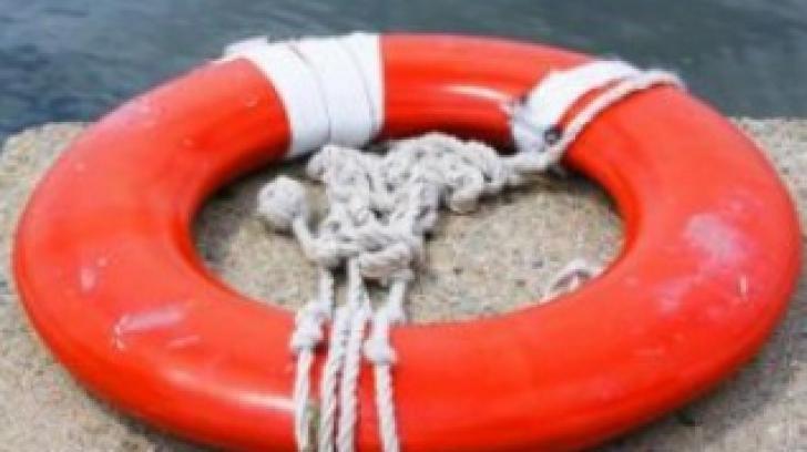 Descoperire fabuloasă în lac. Ce a găsit o fată de 16 ani în timp ce înota. Ar putea rescrie istoria