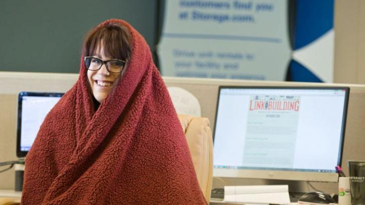 Studiu: de ce le este mai frig femeilor în clădirile de birouri