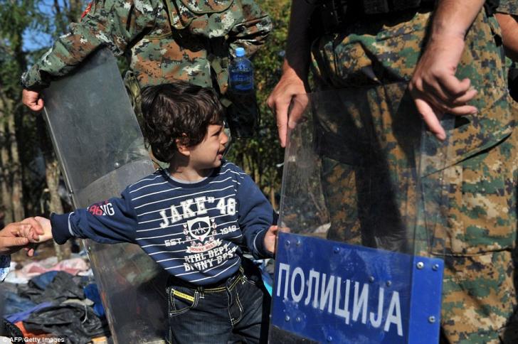 Criza imigranţilor. Cele mai crude fotografii. UE, fără suflet în faţa celor care fug de război