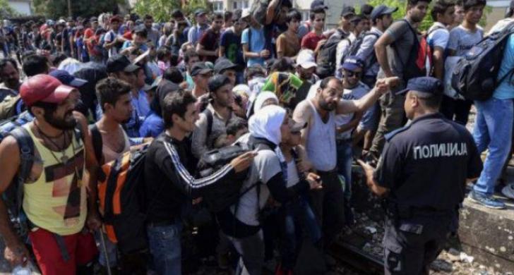 Sute de imigranţi au rupt dispozitivul forţelor de ordine şi au pătruns în Macedonia