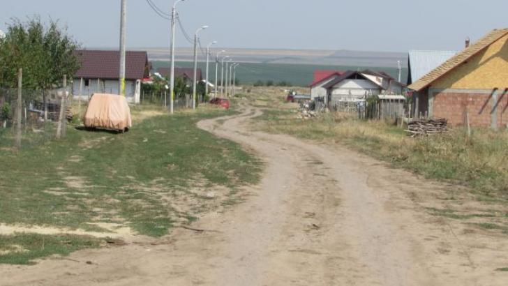 Bătaie de joc! Tobogan, la preţ de garsonieră, într-un oraş din România care nu are apă