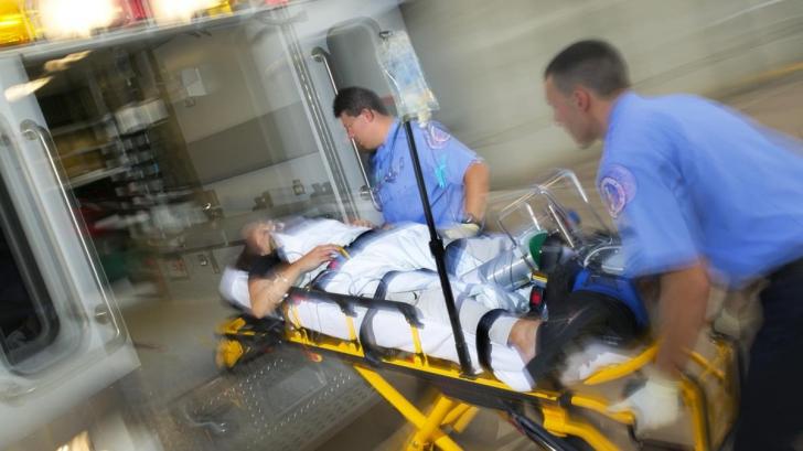 Medicii de la Urgențe i-au dat să bea rom. Ce s-a întâmplat apoi cu pacientul i-a surprins pe toți