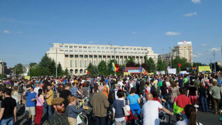 Guvernul şi sediul PSD, pichetate de sindicalişti. Cercetătorii ştiinţifici cer salariile restante