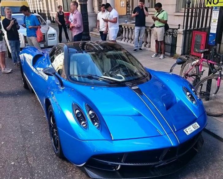 """""""Sezonul supermaşinilor"""" în Londra: miliardarii arabi îşi etalează cele mai luxoase automobile"""