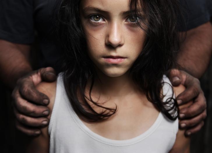 Două surori, condamnate de către un judecător să fie violate. Motivul este halucinant