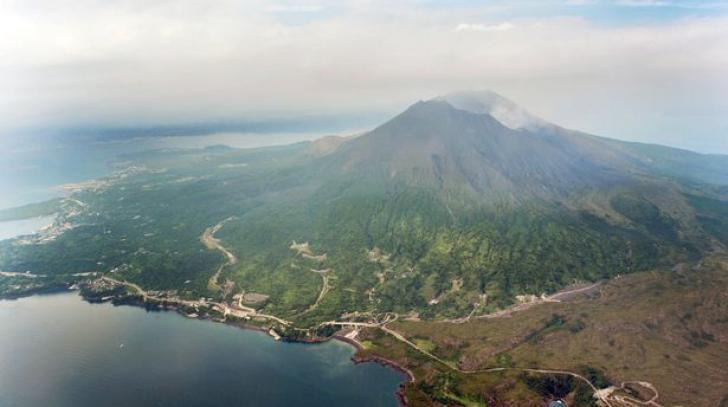 Japonia: Alertă crescută de erupție la un vulcan din apropierea unei centrale nucleare