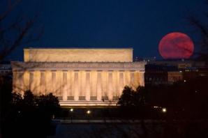 GALERIE FOTO. Eclipsa de Super Lună. Iată cum s-a văzut
