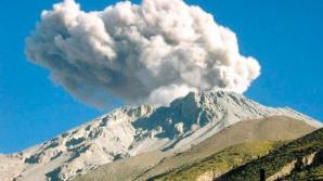 Alertă în Peru: Vulcanul Ubinas, pe cale să erupă