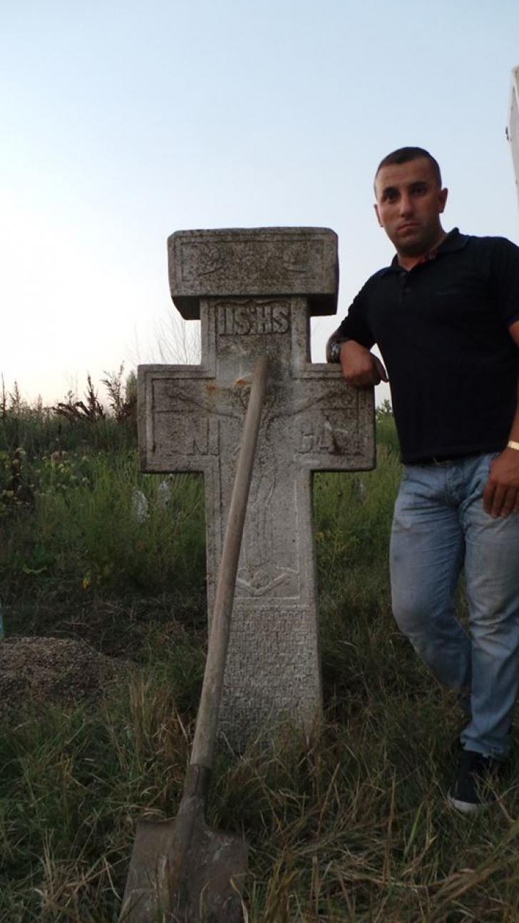Ce a apărut pe terenul destinat moscheii din Capitală: o cruce de piatră, de doi metri şi 1200 de kg
