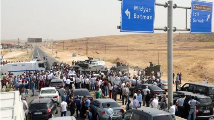 Lupte de stradă în Turcia, la Cizre. Cel puțin 30 de morți