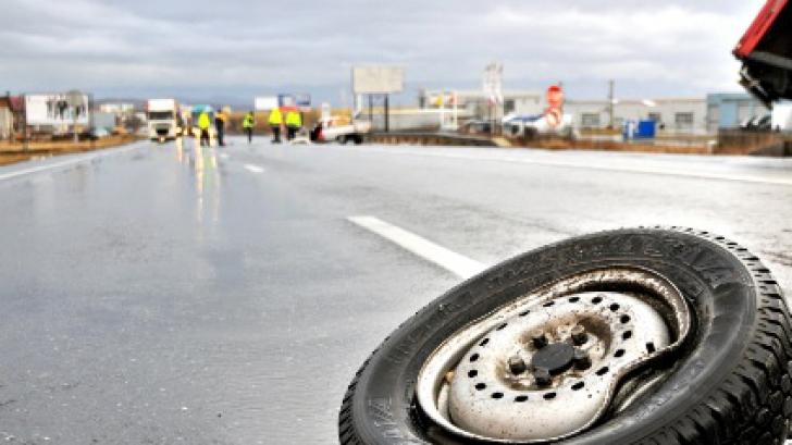 Accident Teribil în Petroşani. Maşină, acroşată de contrasens de un tir. Un mort