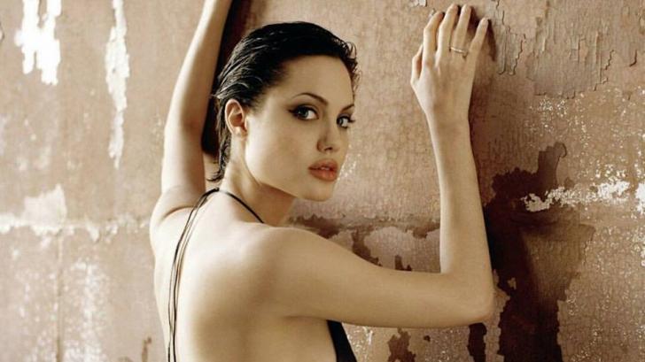 Fotografii nud cu actriţa Angelina Jolie, scoase la vânzare în Londra. Cât costă imaginile