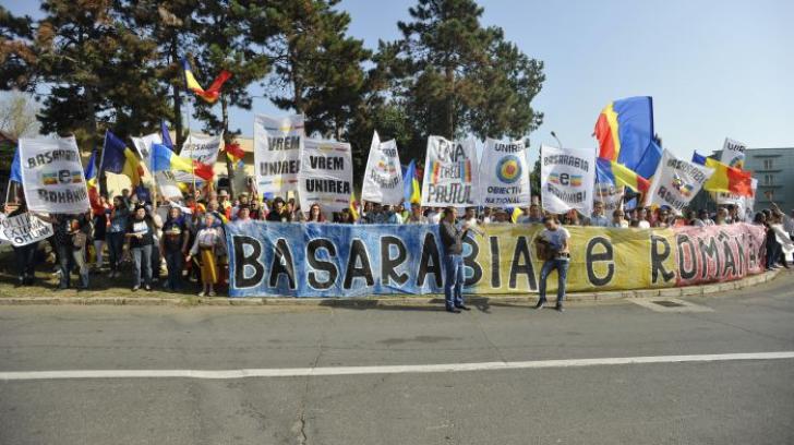 Incidente la Neptun, la şedinţa comună România-Moldova: manifestaţie cu sute de persoane