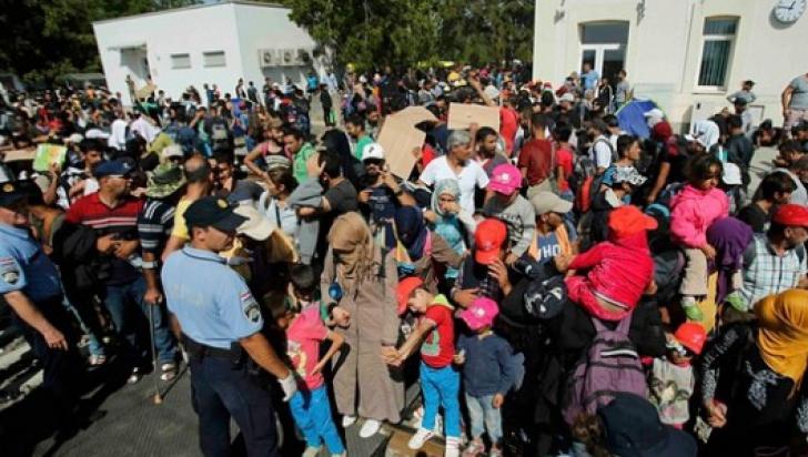 Criza imigranților. Croaţia a cedat presiunilor UE. Anulează blocada de la frontiera cu Serbia