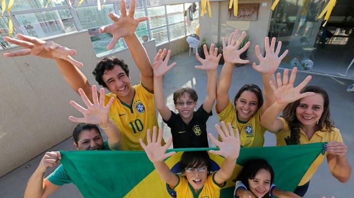 Cum arată familia ai cărei membri au câte 12 degete la mâini şi picioare