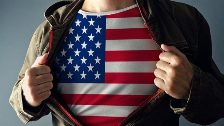 S-a dus la şcoală îmbrăcat cu un tricou cu steagul SUA. De ce l-au pedepsit profesorii