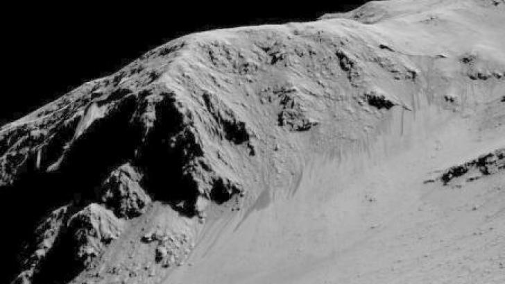 """Imaginea săptămânii de la NASA. """"Linii recurente"""" pe pantele craterului Horowitz"""